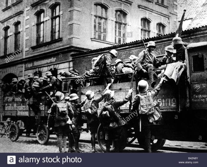 beer hall putsch 1923 sa storm division Munich.jpg